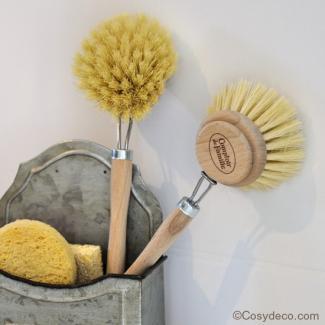 brosse vaisselle rtro vintage de la marque comptoir de famille. Black Bedroom Furniture Sets. Home Design Ideas